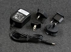 International Power Adapter Set (included)